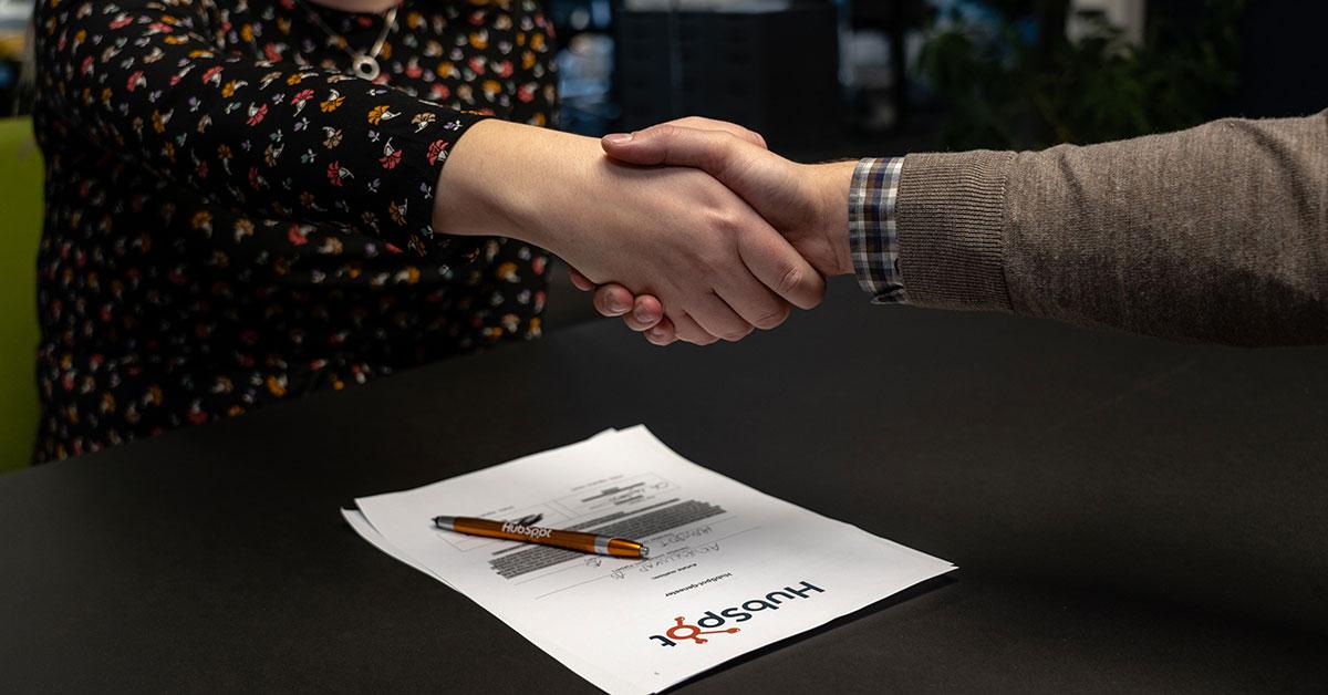 Samarbeide med en HubSpot-partner